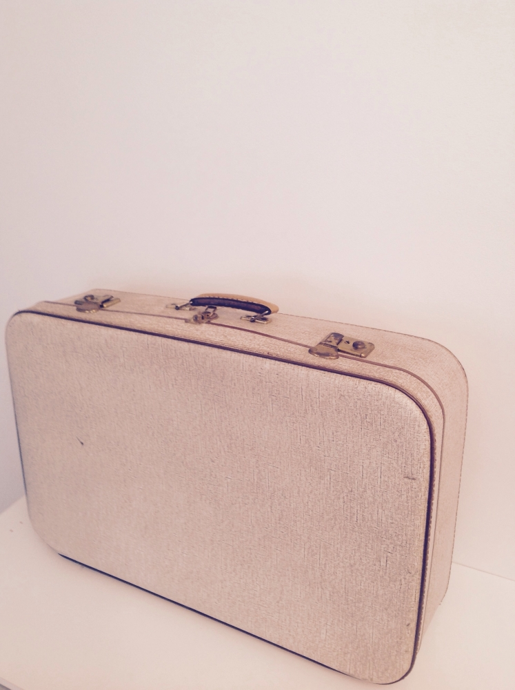 grande valise rigide vintage beige et camel luckyfind. Black Bedroom Furniture Sets. Home Design Ideas