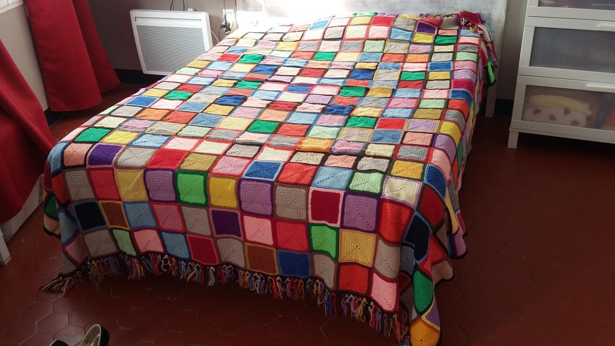 dessus de lit au crochet en laine fait main luckyfind. Black Bedroom Furniture Sets. Home Design Ideas