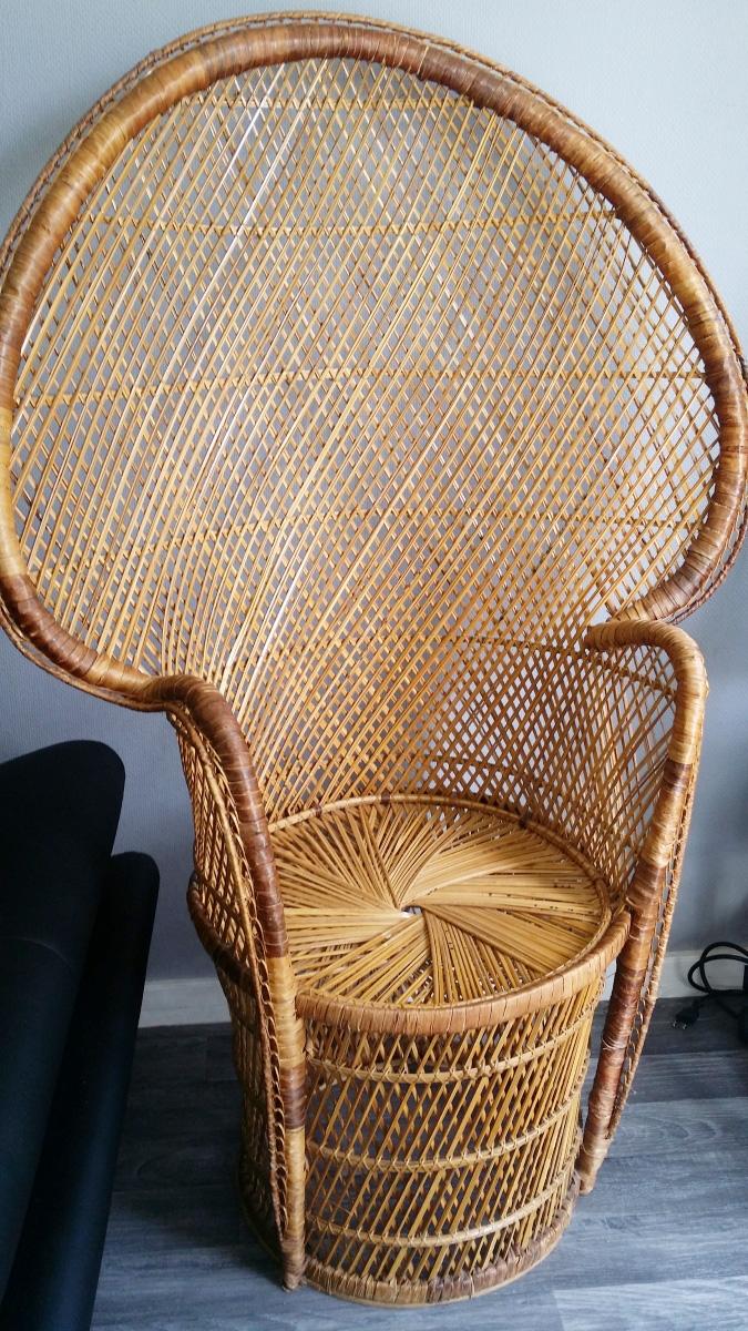 chaise emmanuelle vintage pas cher luckyfind. Black Bedroom Furniture Sets. Home Design Ideas