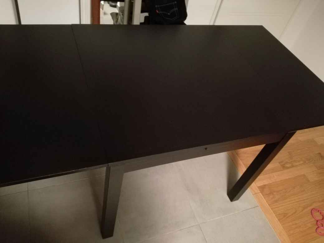 Table extensible ikea modle bjursta brunnoir with ikea for Console extensible ikea