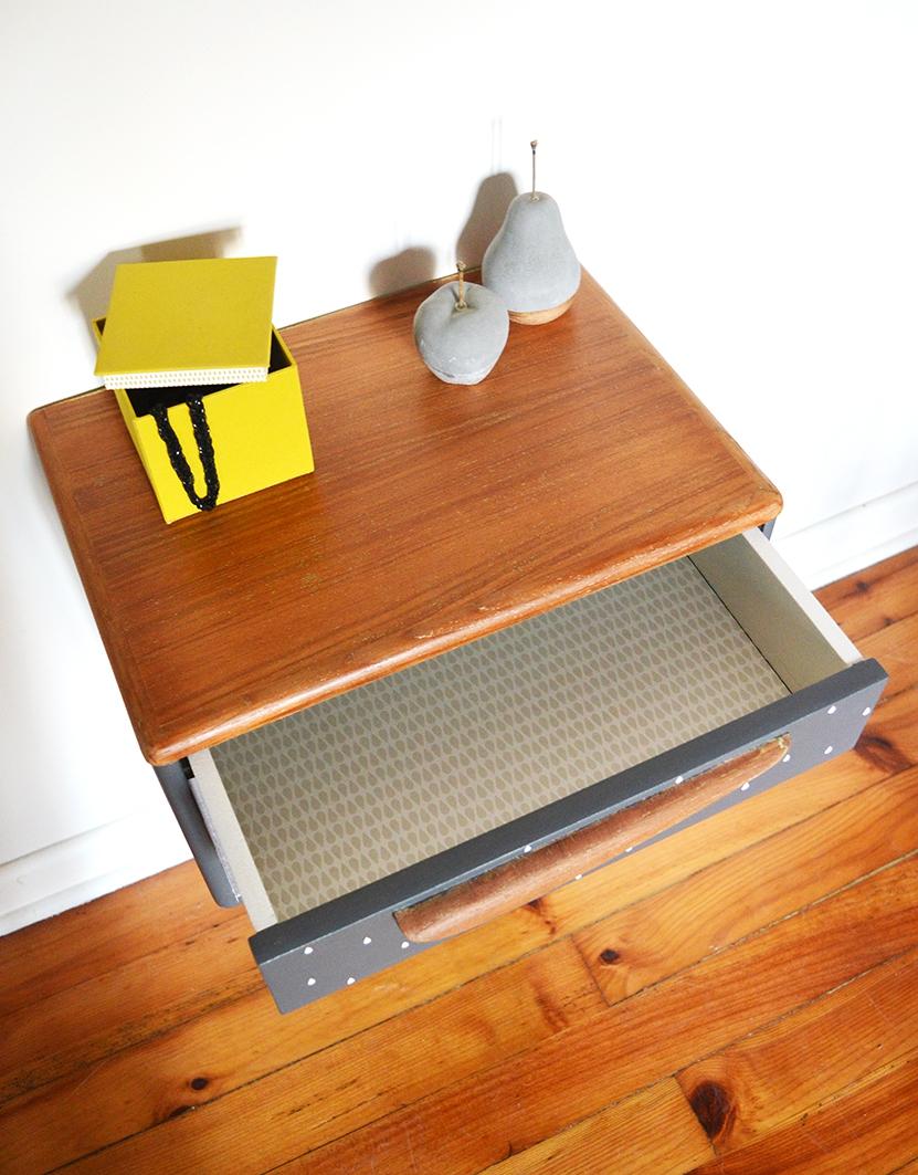 table de chevet suspendu maison design. Black Bedroom Furniture Sets. Home Design Ideas