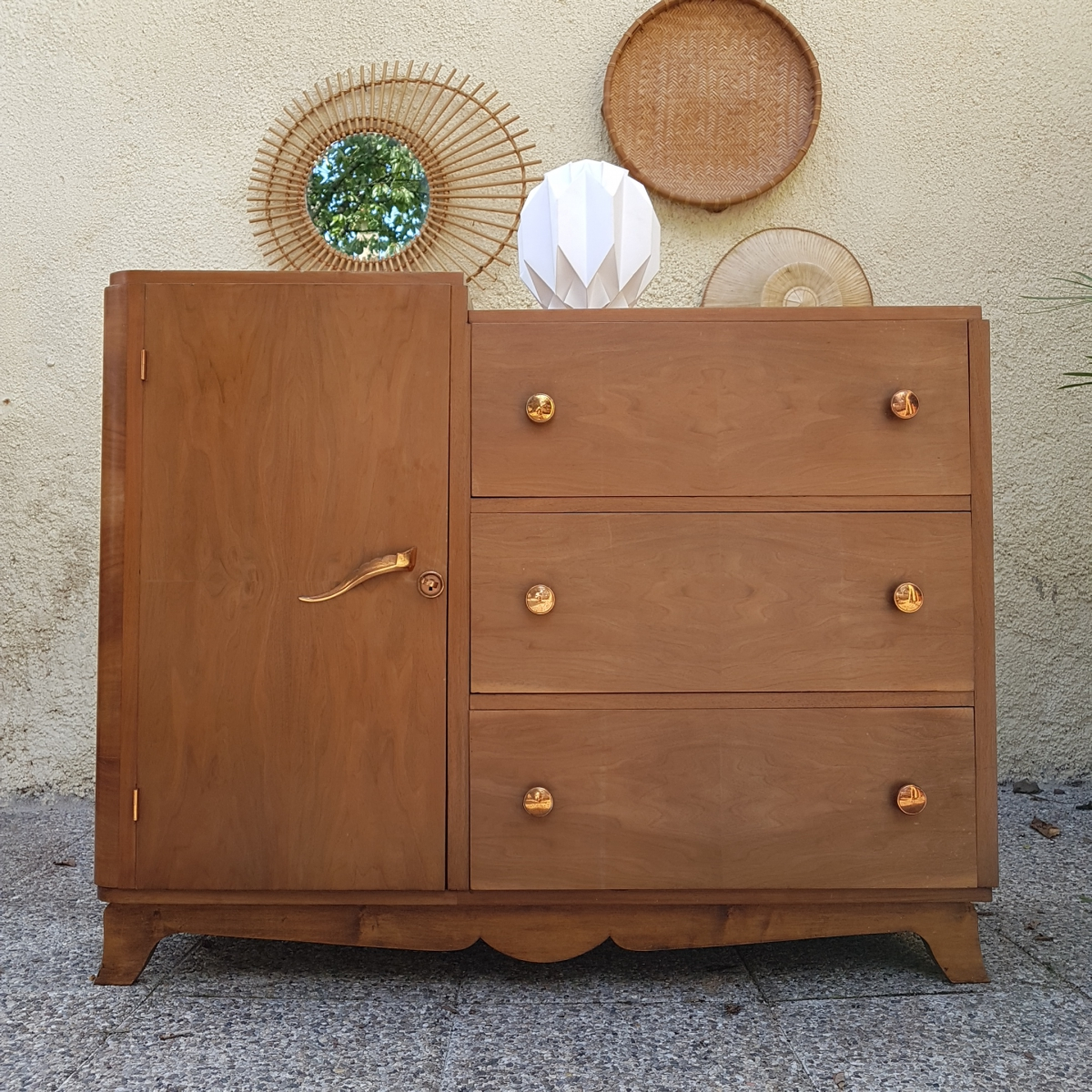 commode en bois vintage asym trique luckyfind. Black Bedroom Furniture Sets. Home Design Ideas