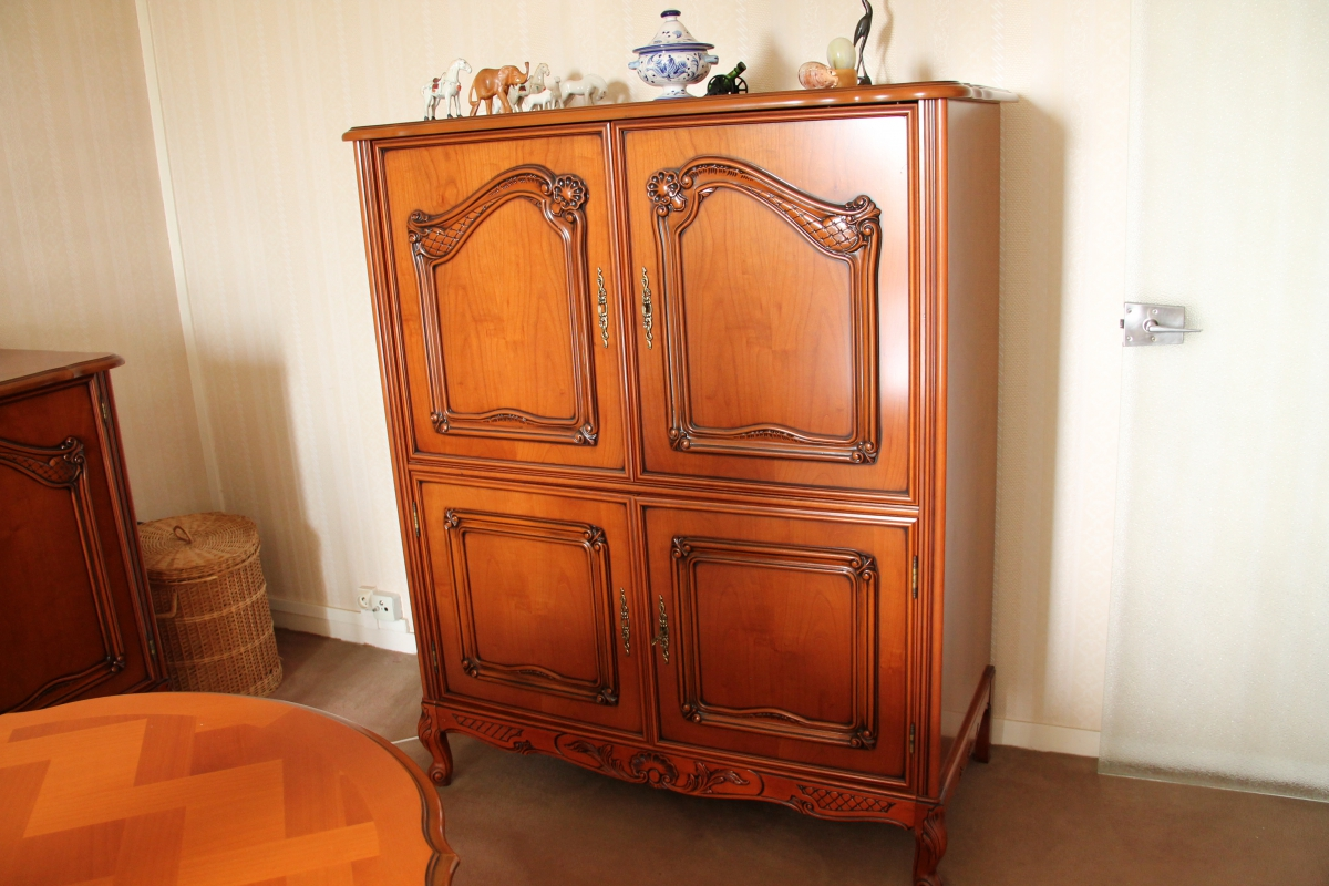 Meuble tv merisier style louis xv luckyfind for Meuble sous tele