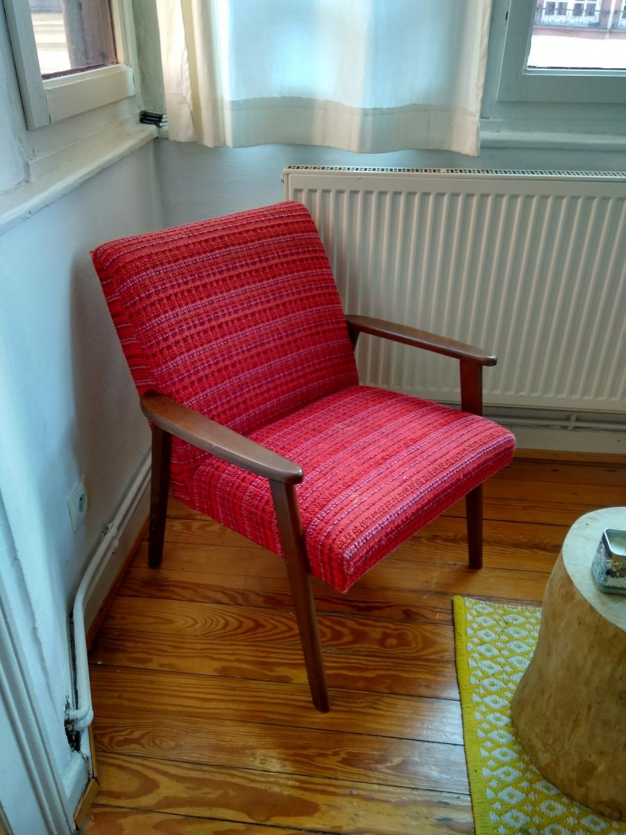 fauteuil scandinave vintage rouge luckyfind. Black Bedroom Furniture Sets. Home Design Ideas
