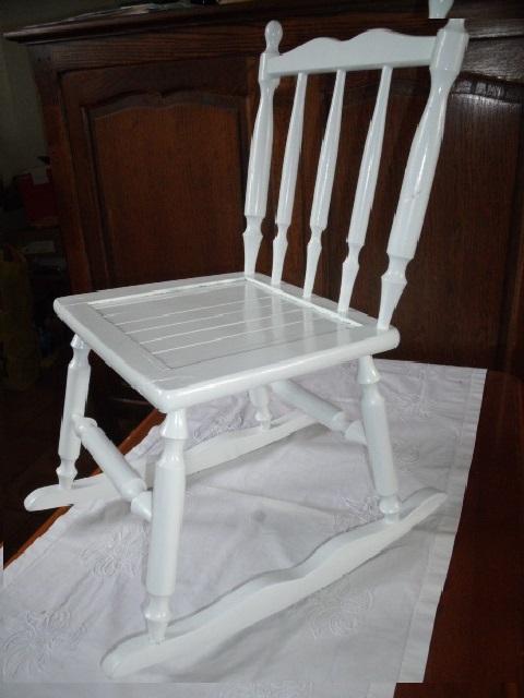 rocking chair enfant en bois blanc luckyfind. Black Bedroom Furniture Sets. Home Design Ideas