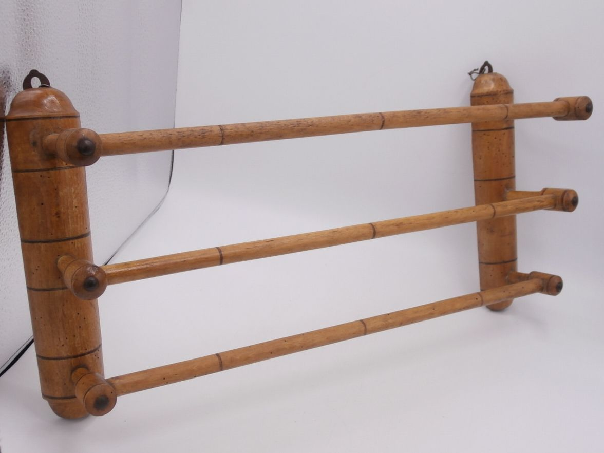 Porte serviettes en bois luckyfind for Porte serviette en bois