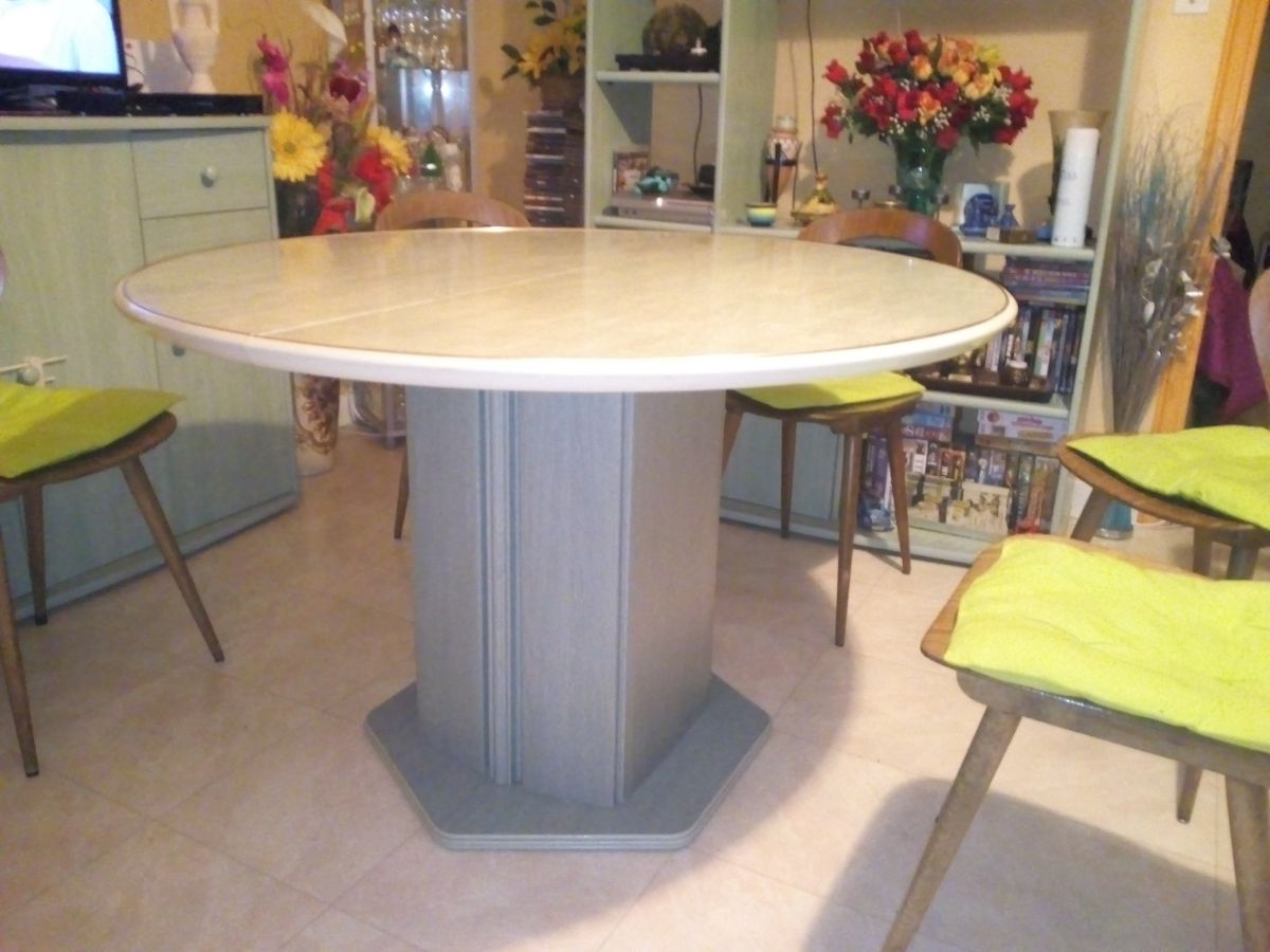 Grande table ronde 6 personnes luckyfind for Table ronde cuisine 6 personnes