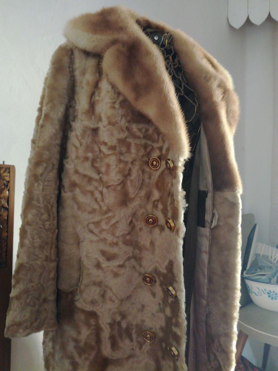 manteau en astrakan dor ann es 50 60 taille 42 luckyfind. Black Bedroom Furniture Sets. Home Design Ideas
