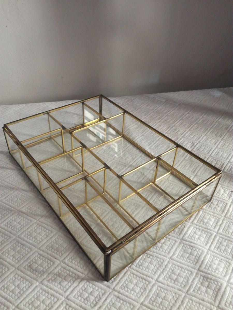 grande bo te bijoux en laiton et verre ancien luckyfind. Black Bedroom Furniture Sets. Home Design Ideas