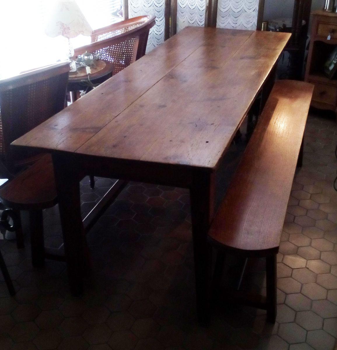 ancienne grande table de caf et ses deux bancs luckyfind. Black Bedroom Furniture Sets. Home Design Ideas