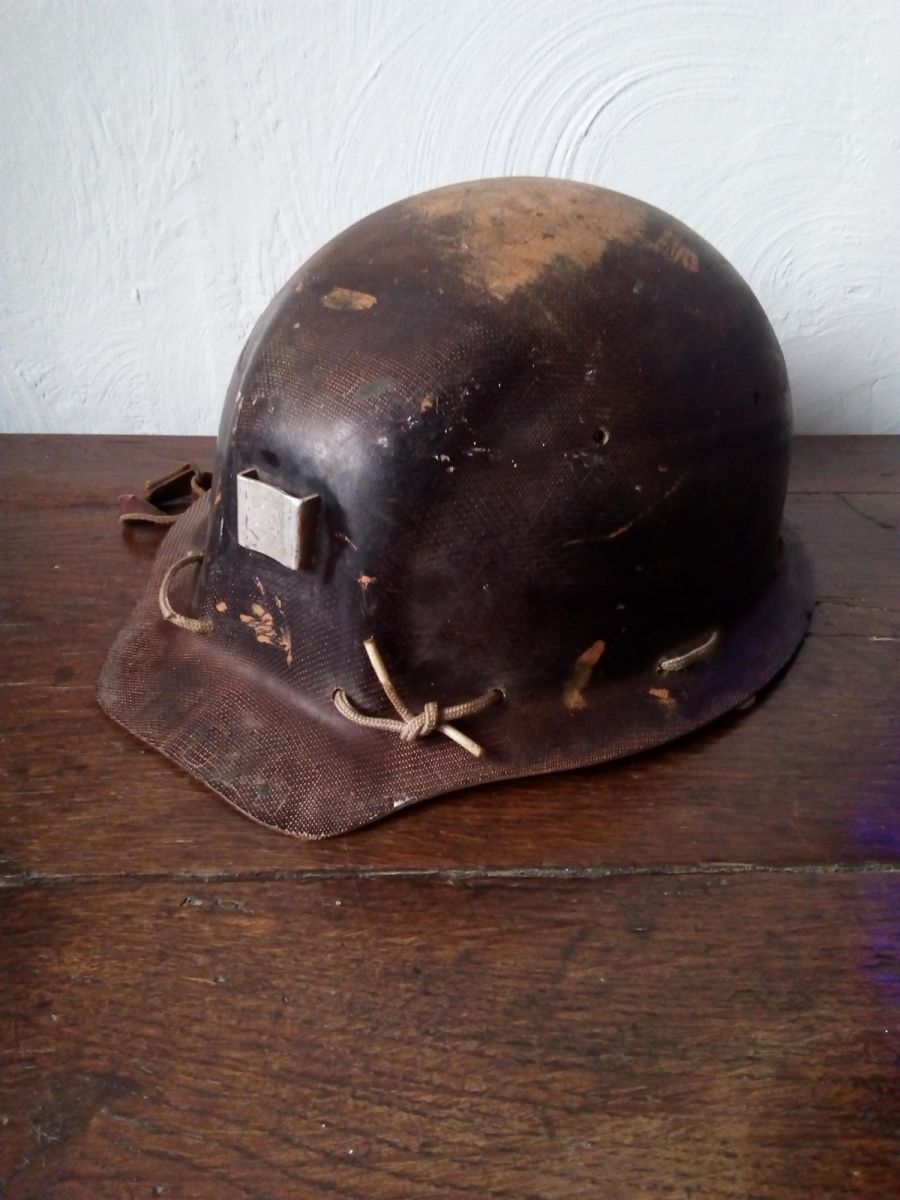 ancien casque de mineur alsthon textolite luckyfind. Black Bedroom Furniture Sets. Home Design Ideas