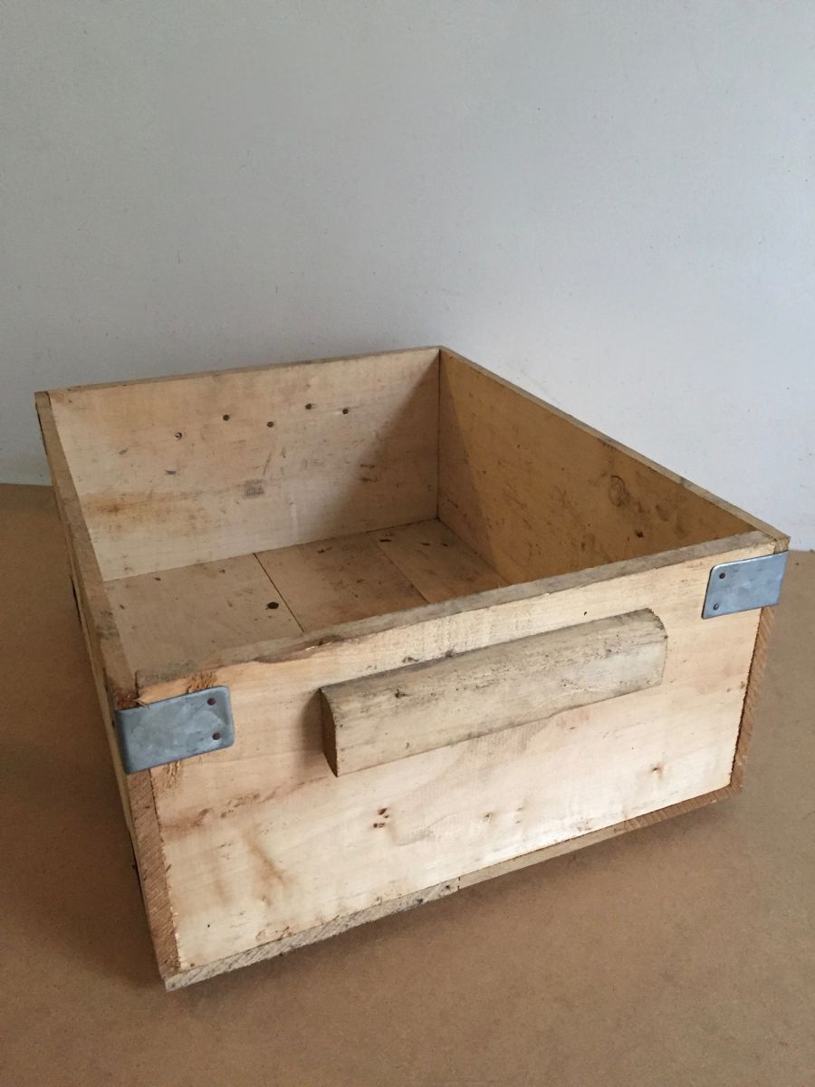 caisse en bois fy luckyfind. Black Bedroom Furniture Sets. Home Design Ideas