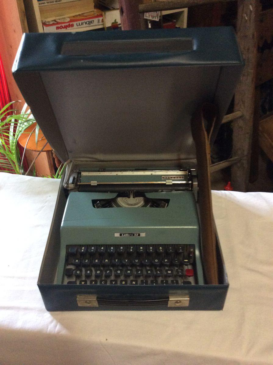 machine ecrire vintage olivetti lettera 32 luckyfind. Black Bedroom Furniture Sets. Home Design Ideas