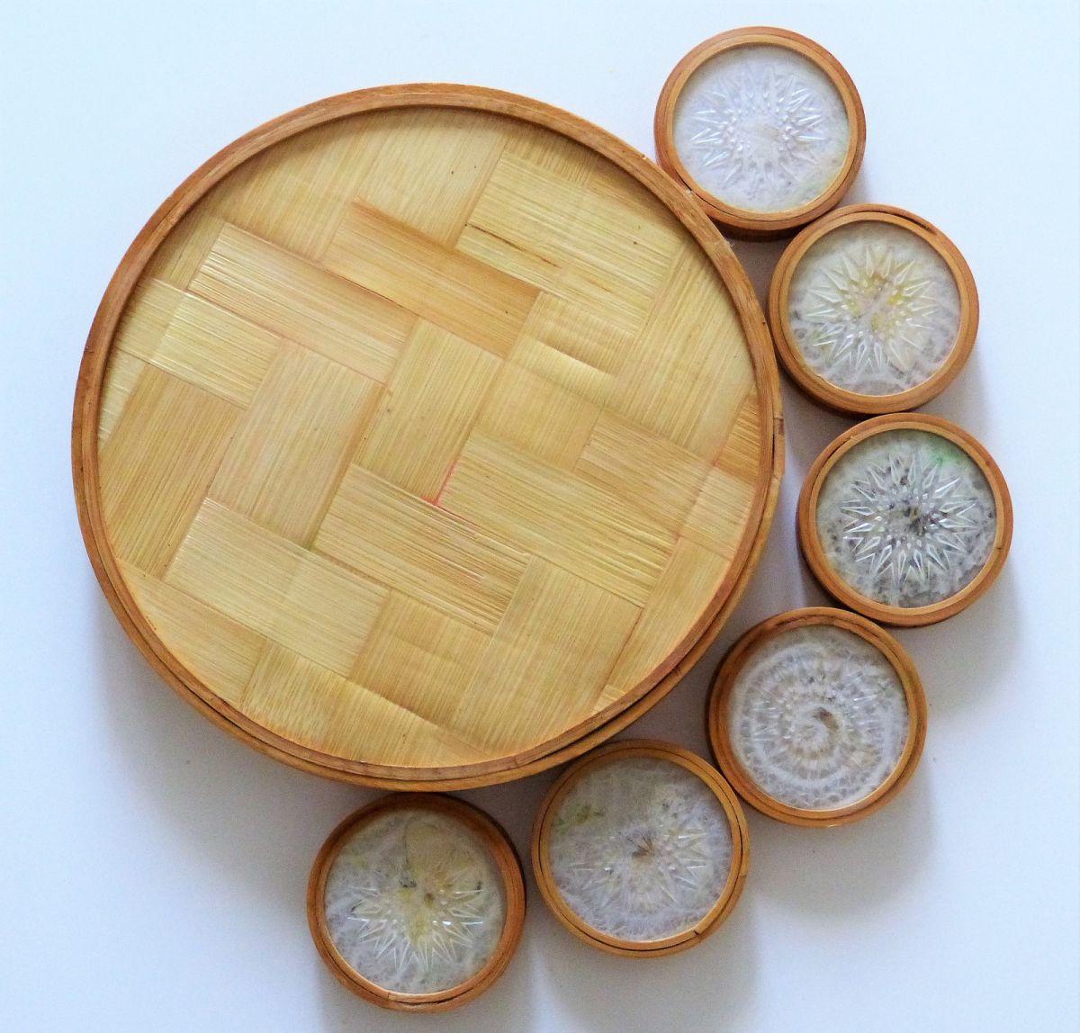 plateau rond et 6 dessous de verre en bambou avec d cor de. Black Bedroom Furniture Sets. Home Design Ideas