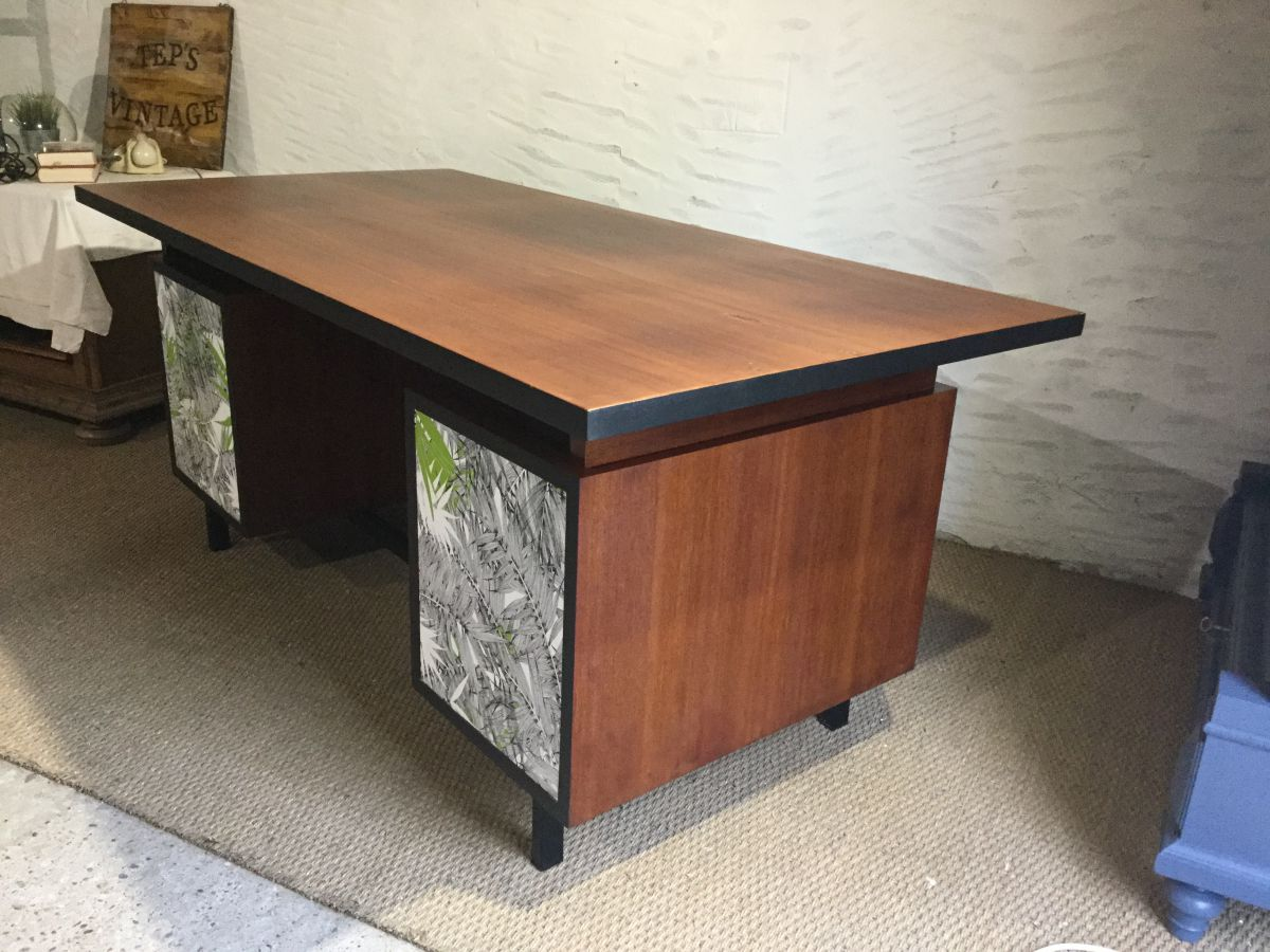 bureau luckyfind. Black Bedroom Furniture Sets. Home Design Ideas