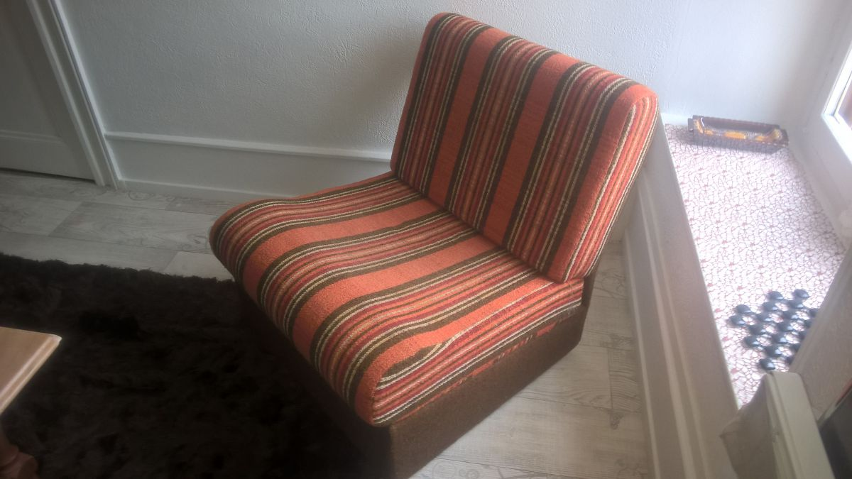 fauteuil bas ann e 70 luckyfind. Black Bedroom Furniture Sets. Home Design Ideas