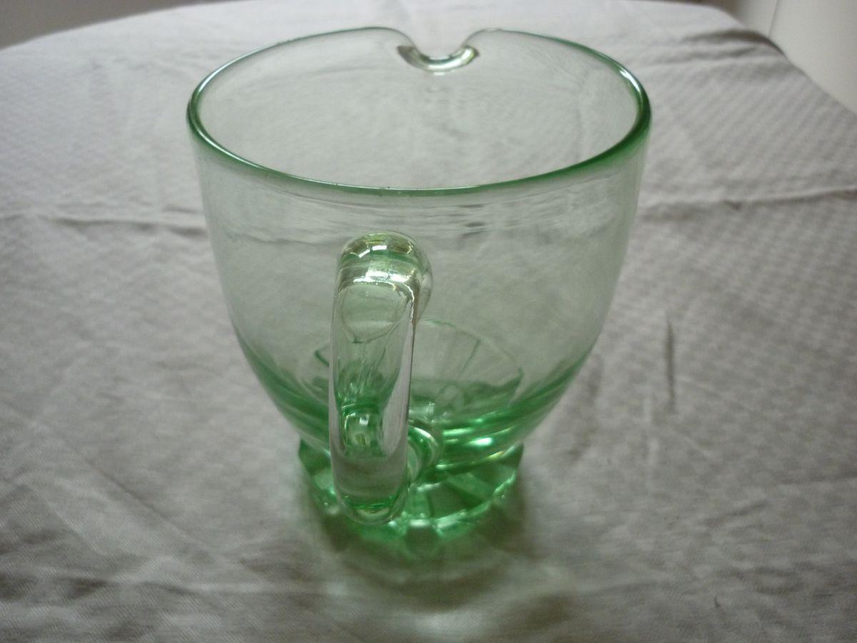 pichet broc vintage en verre moule couleur vert d eau. Black Bedroom Furniture Sets. Home Design Ideas