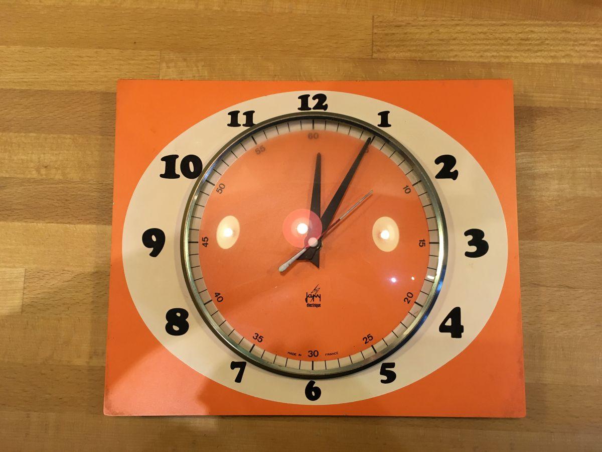 horloge vintage orange luckyfind. Black Bedroom Furniture Sets. Home Design Ideas