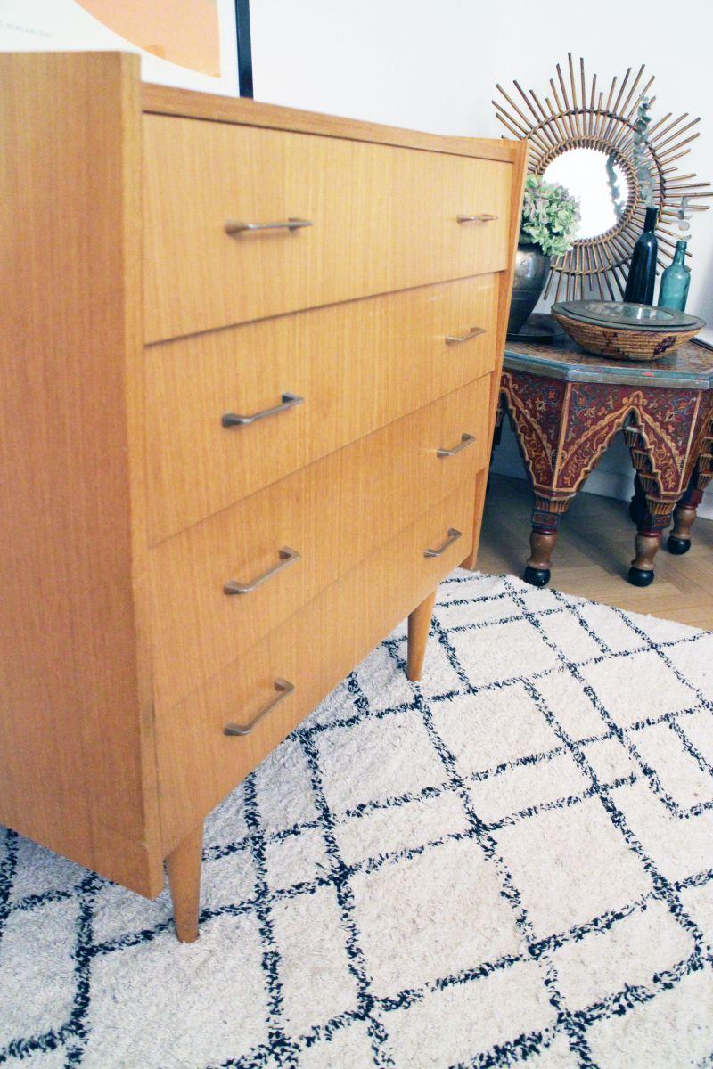 commode vintage scandinave des ann es 60 pieds compas luckyfind. Black Bedroom Furniture Sets. Home Design Ideas