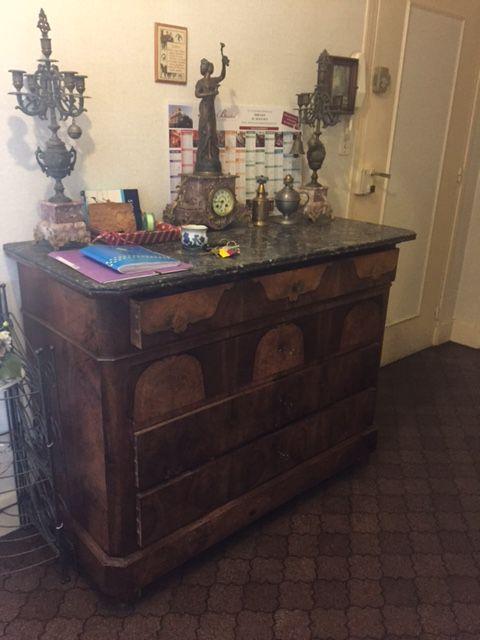 commode luckyfind. Black Bedroom Furniture Sets. Home Design Ideas