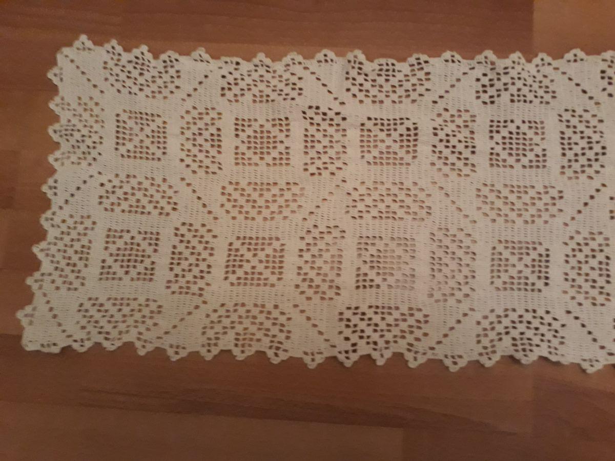 Napperon chemin de table r alis au crochet luckyfind - Napperon crochet chemin de table ...