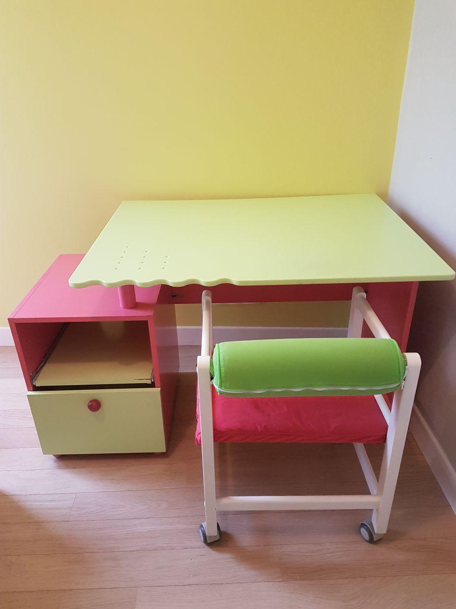 bureau vibel avec chaise luckyfind. Black Bedroom Furniture Sets. Home Design Ideas