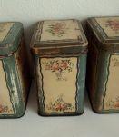 Série de 3 Boîtes anciennes en tôle peinte Sucre, Farine, Café