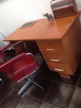 Petit bureau des années 60
