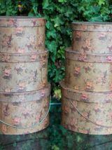 Boîtes à chapeaux fleuries