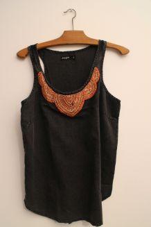 Débardeaur noir plastron perles orange