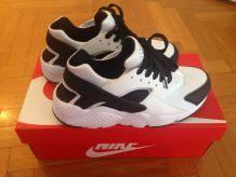 Basket Nike huarache pas cher blanc et noir t37,5