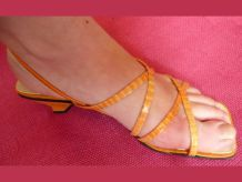 sandales oranges avec liens croisés- Initiative