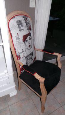 fauteuil Voltaire femme de Paris