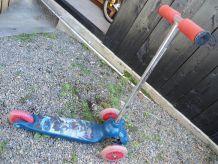 patinette bleue