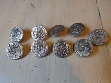 9 boutons métal argenté