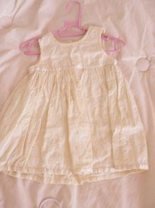 jolie robe brodée 3-6 mois
