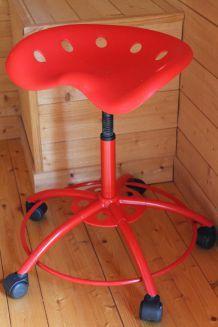 Tabouret rouge Ikea