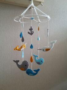 Mobile bébé baleines