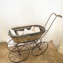 Landeau de poupée début XXeme siècle