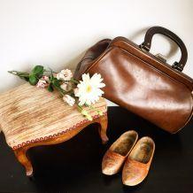 Ancien sac en cuir marron. Style sacoche de médecin années 30