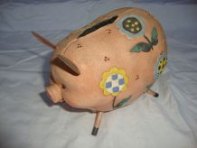 Tirelire cochon et fleurs