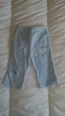 Pantalon velours bleu ciel avec motifs fleurs 12 mois