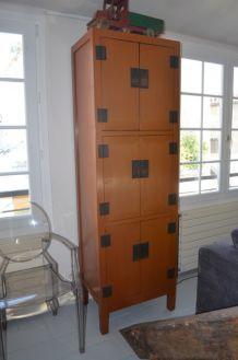 Armoire design asiatique en laqué orange