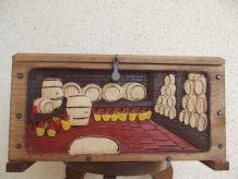 petit coffre ancien bois sculpté à la main