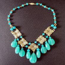 Collier vert avec des perles en verre