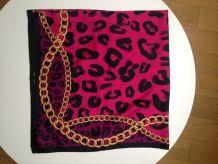 Foulard / carré léopard rose