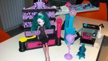 Lot de 12 poupées Monster high avec le laboratoire