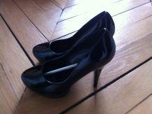 Chaussures laquées noires hauts talons