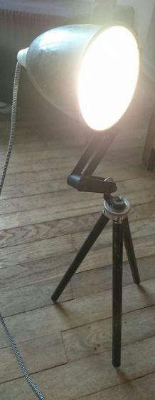 Lampe à poser trépied photo