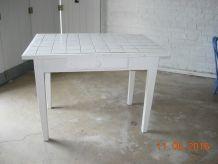 petite table carrelée blanche